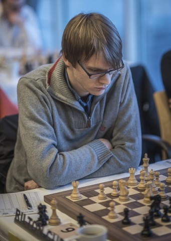Erik Blomqvist under sitt parti mot Ralf Åkesson. Foto Lars OA Hedlund
