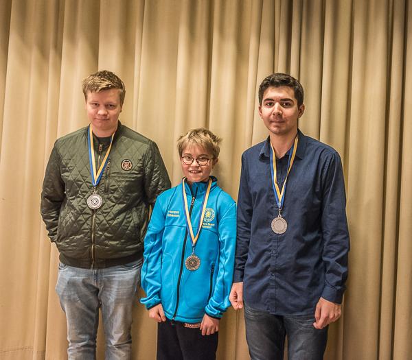 Från vänster- Felix, Hampus och David från Rockadens silverlag. Båda Theodor och Axel saknas pga sjukdom! Foto Lars OA Hedlund
